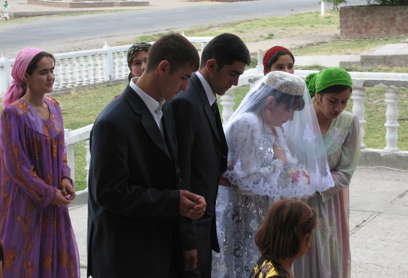 09aug2007_tajikwedding_3