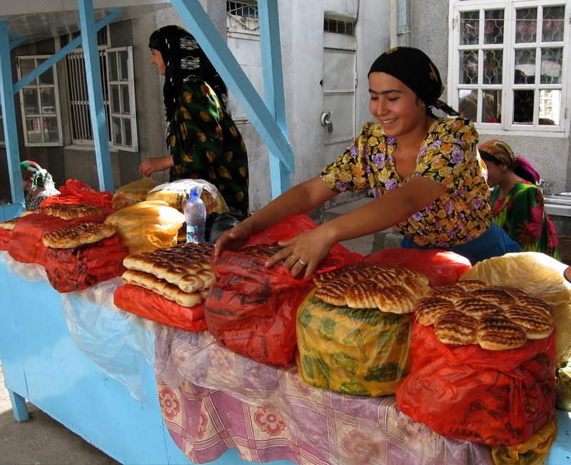 23aug2006_tajikmarket2_1